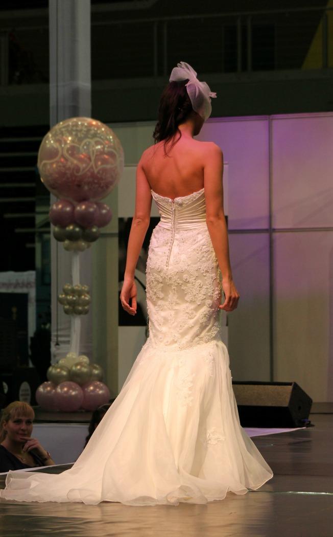 Bonjour szalon hableány esküvői ruha hátulja
