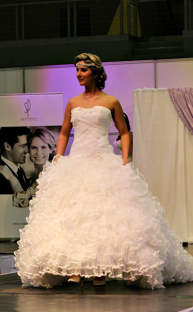 Habos fodros esküvői ruha másik kép
