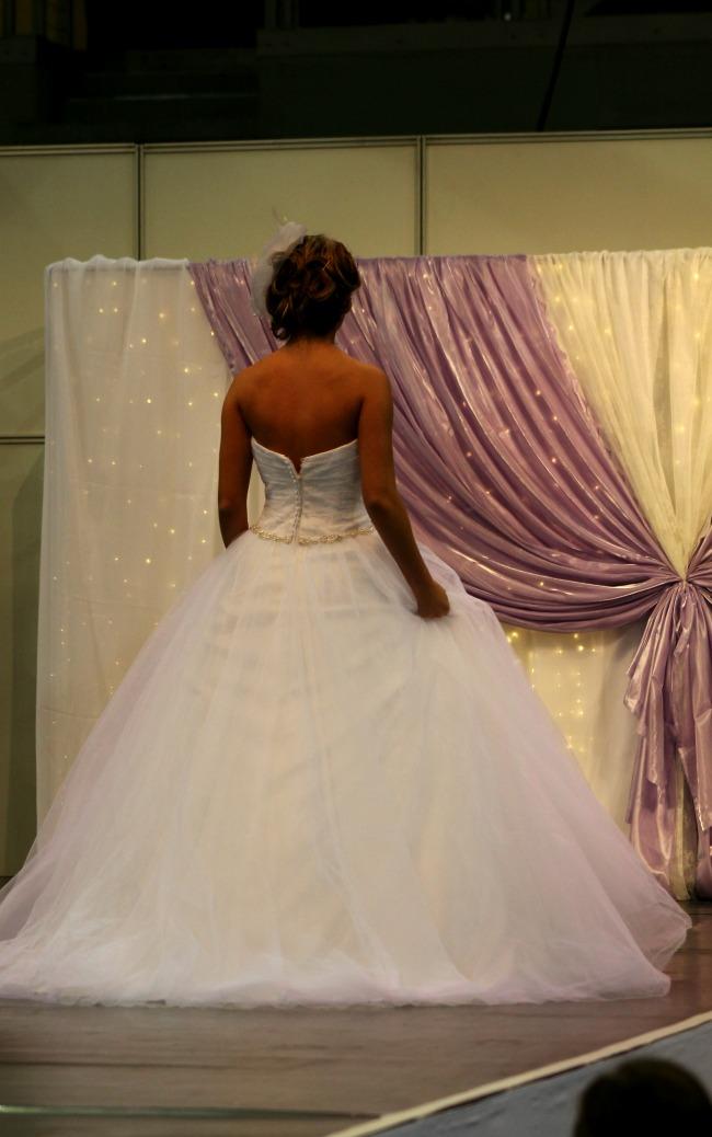 Bonjour szalon nagy szoknyás menyasszonyi ruha
