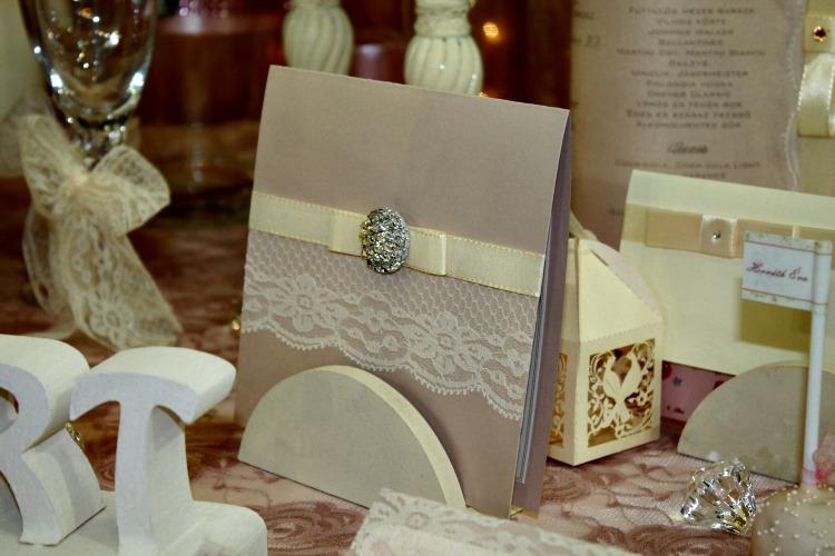 Csipkés esküvői dekoráció