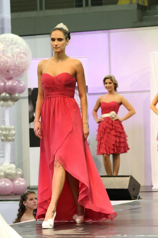 Esküvő kiállítás 2015 Bonjour szalon koktél ruha