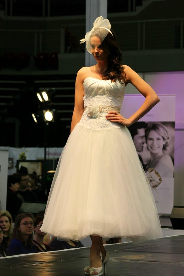 Esküvő kiállítás 2015 Bonjour szalon rövid  ruha