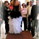 Fekete-fehér esküvői ruha