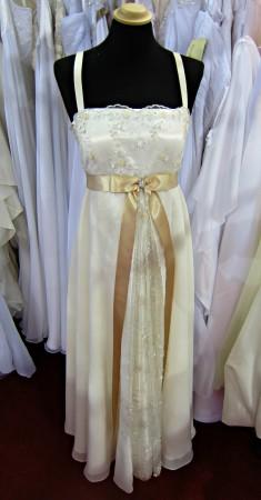 Empire esküvői ruha - Almássy Éva szalon - Esküvő kiállítás 2013