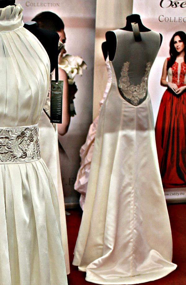 Különleges esküvői ruha Csézy ruhá hátkivágás