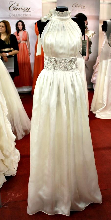 Különleges esküvői ruhák Csézy ruhák raffolt