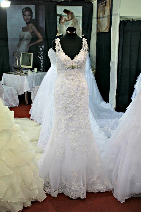 Különleges esküvői ruhák Ásó-Kapa-Nagyharang ruha