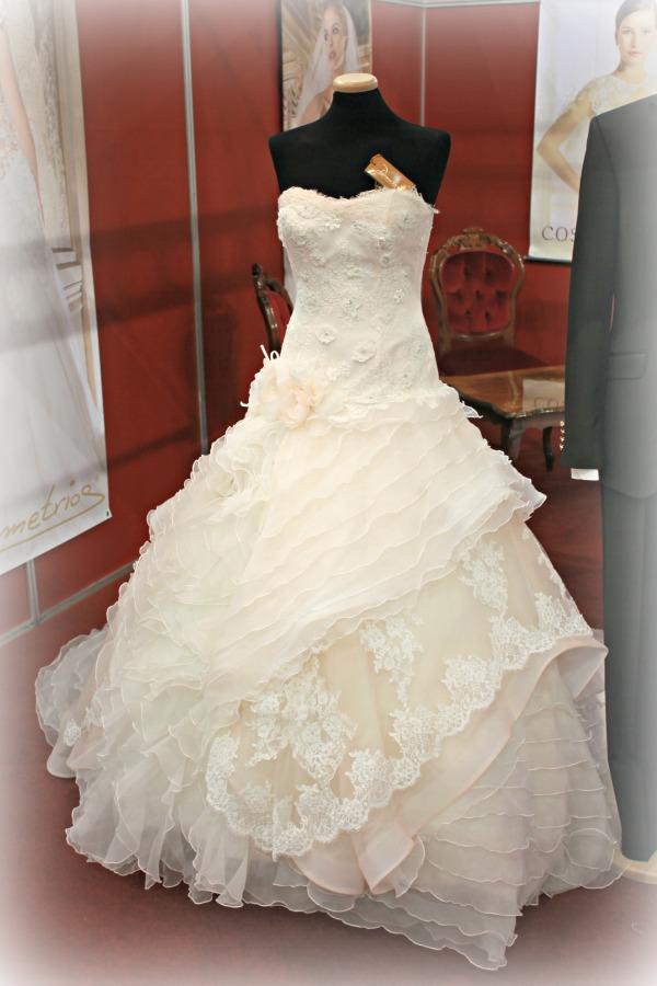 Különleges esküvői ruhák Almássy Szalon