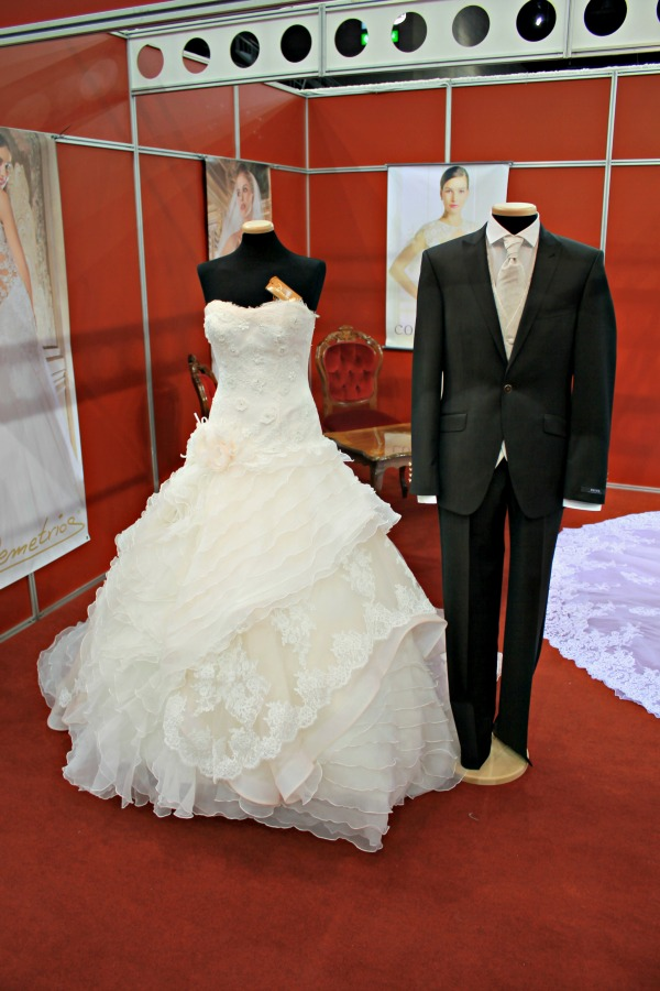 Különleges esküvői ruhák Almássy Szalon öltöny