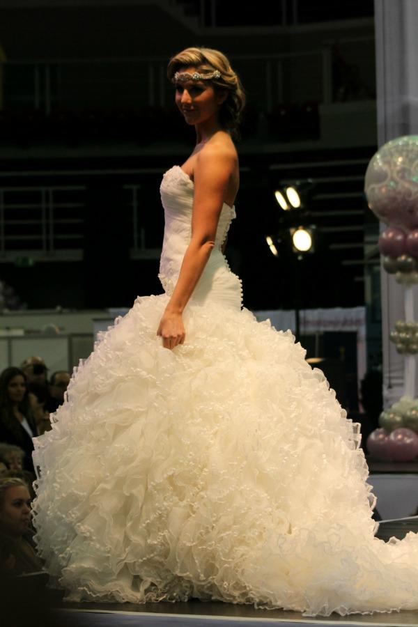 Különleges esküvői ruhák fodros