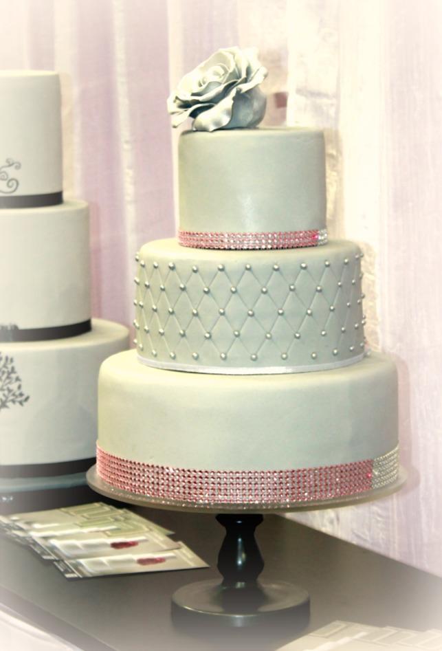 Strasszos esküvői torta