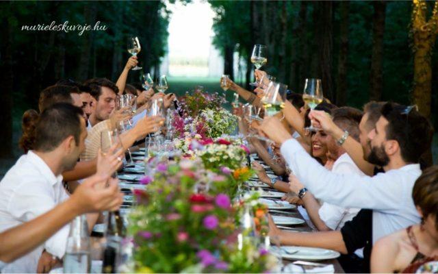 esküvői vendégek listája