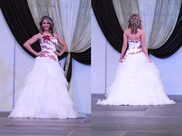 Esküvői ruha hímzett virágokkal, báli fazonnal