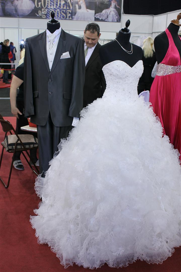 Esküvői ruha - Esküvő kiállítás Budapest 2013  8b8e2bb47a