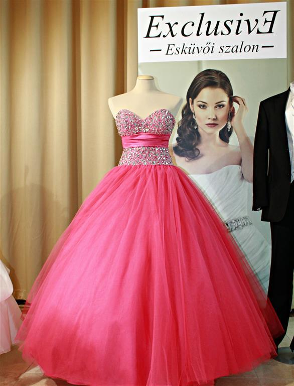 Esküvői ruha – Esküvő Varázs kiállítás – Tata