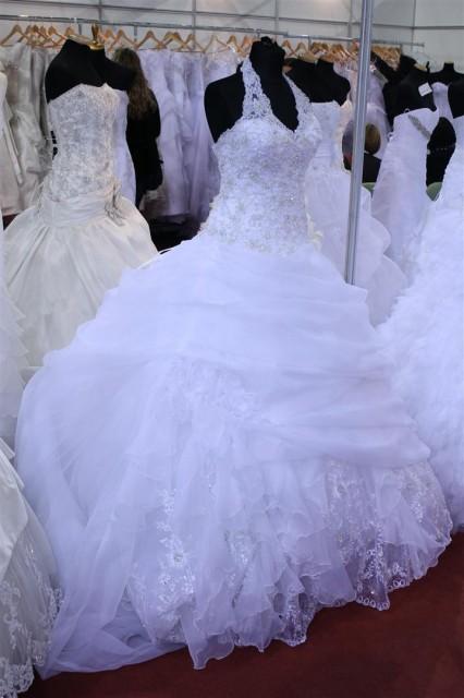 Menyasszonyi ruha az Almássy Éva ruhaszalontól