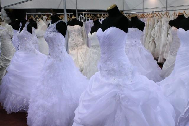 Menyasszonyi ruhák az Almássy Éva ruhaszalontól