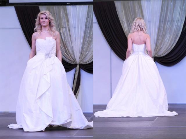 Modern vonalú esküvői ruha